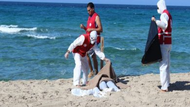 Photo of The Libyan Red Crescent branch of Al Khums continues to search and retrieve bodies of migrants who sank off the coast of the city